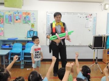 高雄麥米倫幼稚園生日派對魔術汽球表演 (3)
