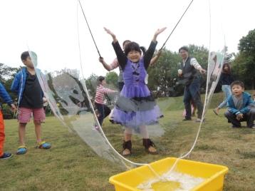 高雄小城聖誕派對魔術表演泡泡表演小丑氣球表演巧虎人偶小小兵人偶迎賓 (14)