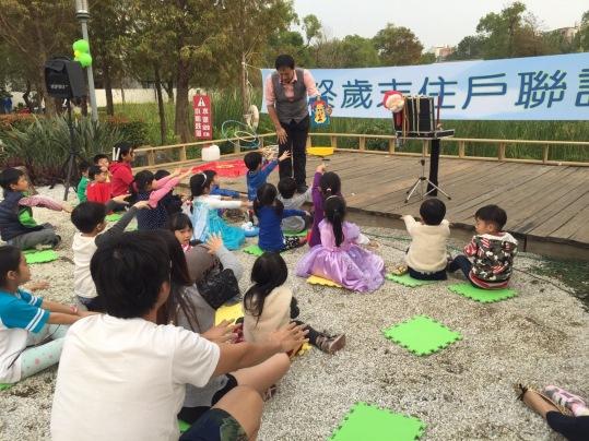 高雄小城聖誕派對魔術表演泡泡表演小丑氣球表演巧虎人偶小小兵人偶迎賓 (17)